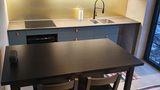 Kök entreplan -fullt utrustat, generöst med förvaring.jpg