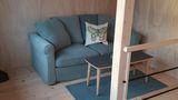 Vardagsrummet övre plan, soffa som kan bäddas ut till dubbelsäng.jpg